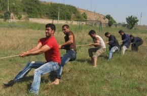 مسابقه طناب کشی در نیمه شعبان